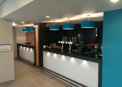 Holiday Inn – Hotel Reception Desk & Bar