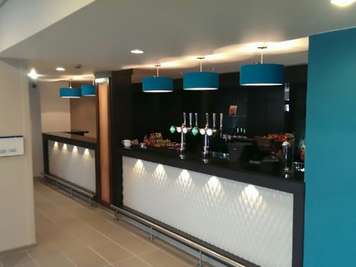 Holiday Inn – Hotel Reception Desk & Bar